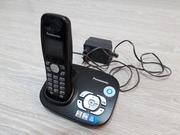 Телефон трубка Panasonic с зарядной базой. Автоответчик. Кнопочный.